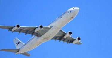Berlijn tegel nieuws vliegtuig